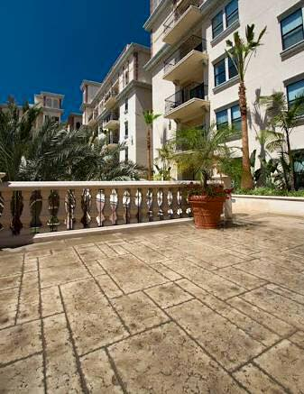 concreto-estampado-en-hotel-con-molde-lorenzo-travertine